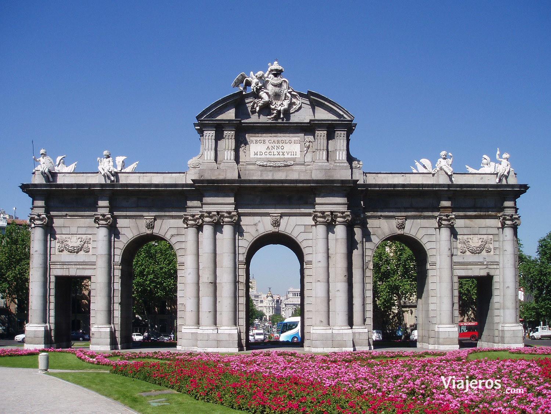 Vista frontal de la Puerta de Alcalá