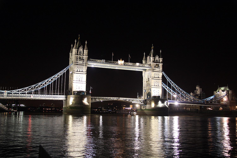 Tower Bridge por la noche