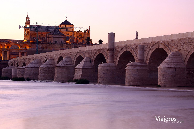 Vista del Puente Romano y la Mezquita Catedral