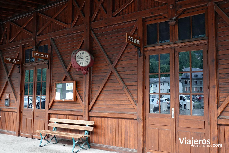 Antigua estación de tren Cauterest viajeros por el mundo