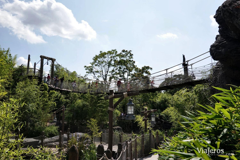 Puente colgante en Adventureland