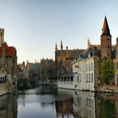 Paseo por los canales de Brujas