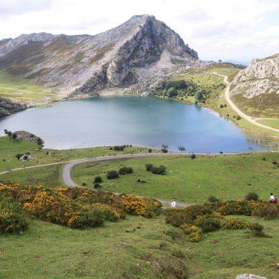 Lagos de Covadonga, centro del Parque Nacional Los Picos