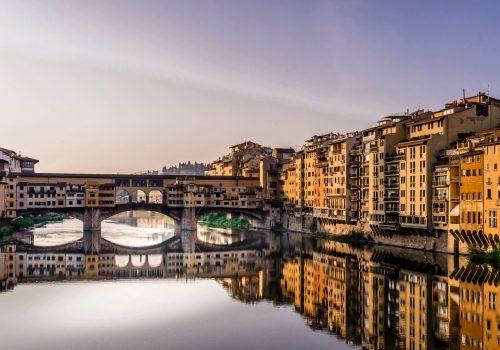 Río Arno, sus riberas multicolor