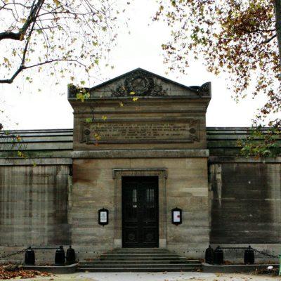 Capilla Expiatoria, monumento histórico parisino