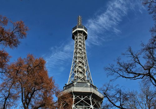 Torre de Petrín, un mirador exuberante