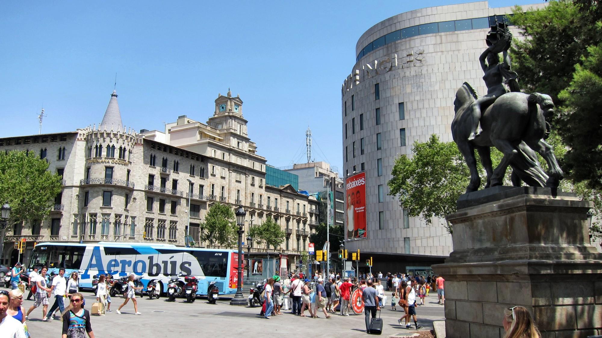 qué ver en Barcelona plaza de Catalunya