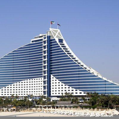 Jumeirah Beach: Un hotel con forma de ola