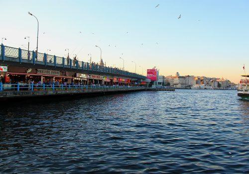 Puente de Gálata, encuentro en Estambul