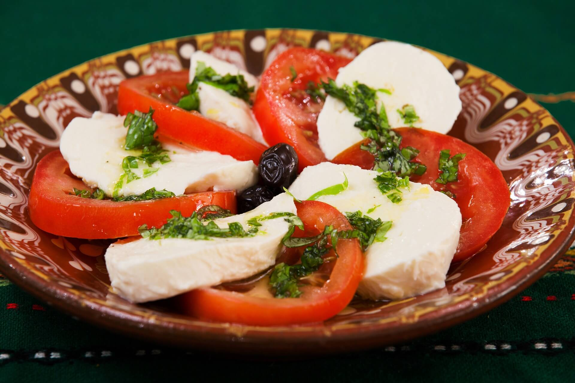 ensalada caprese comer en Milan